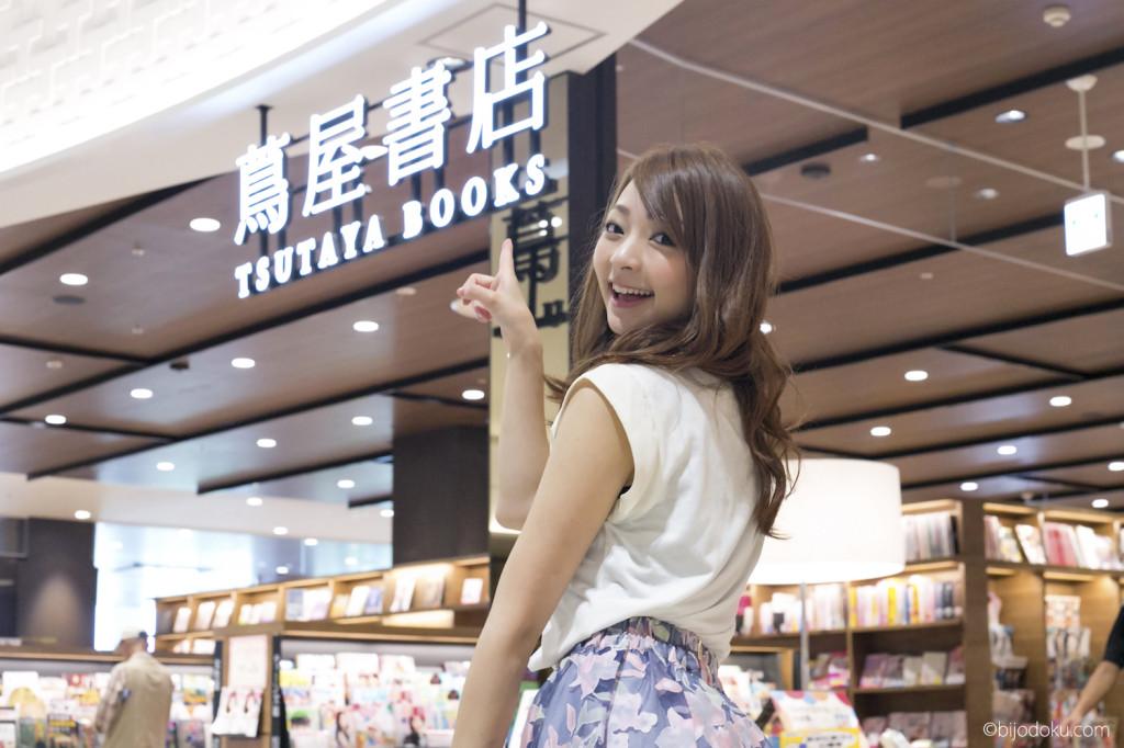 蔦屋書店@イオンモール幕張新都心のビジネス書コーナーに美女が登場!