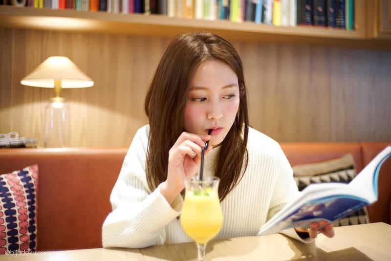 生田佳那さん撮影オフショット!本棚のあるカフェ・銀座「nu dish」が素敵!